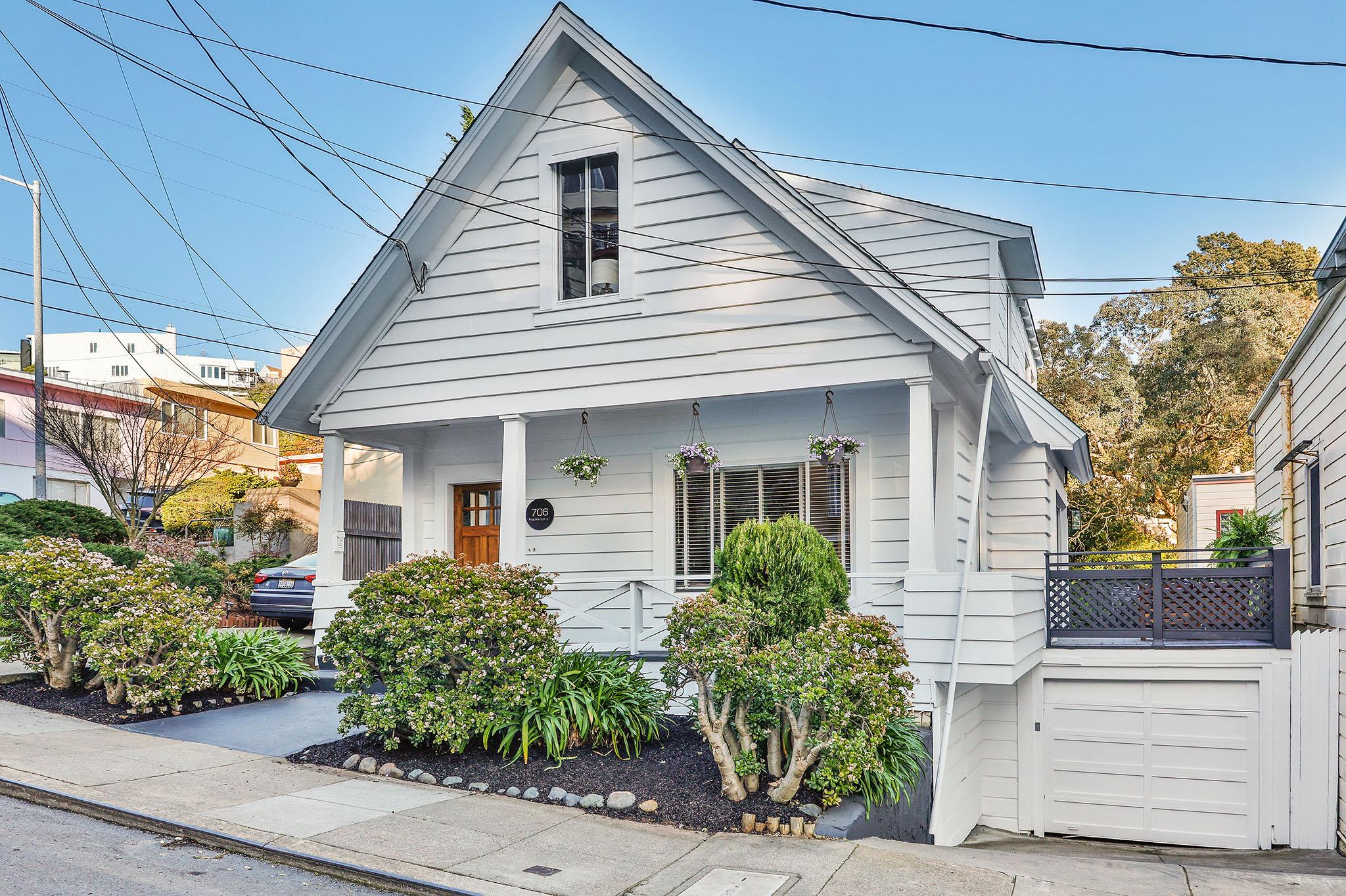 SF Real Estate - outside of house