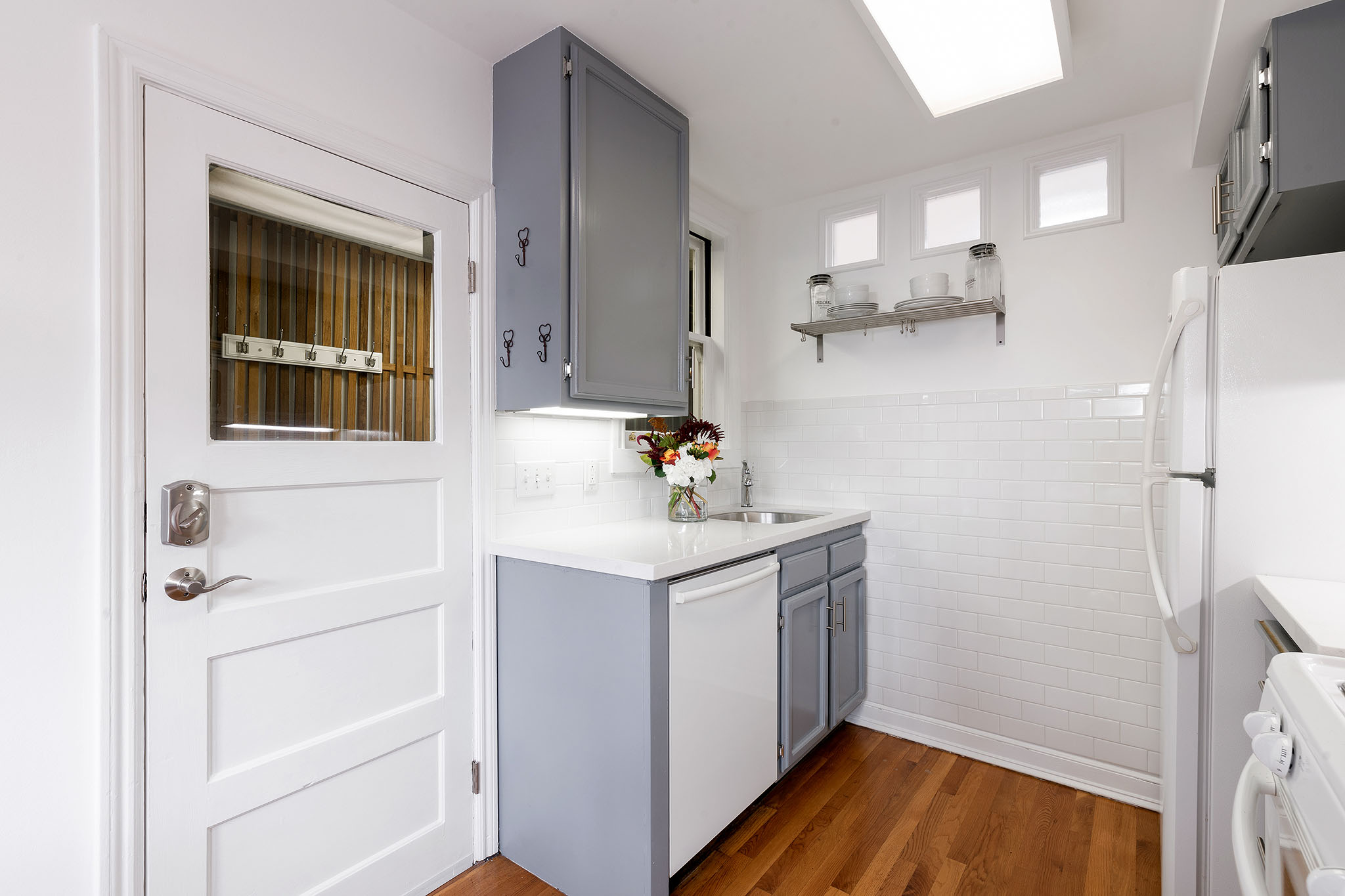 SF Real Estate - view into kitchen