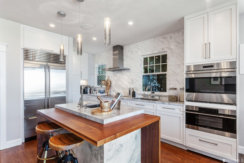 Small, chic white kitchen