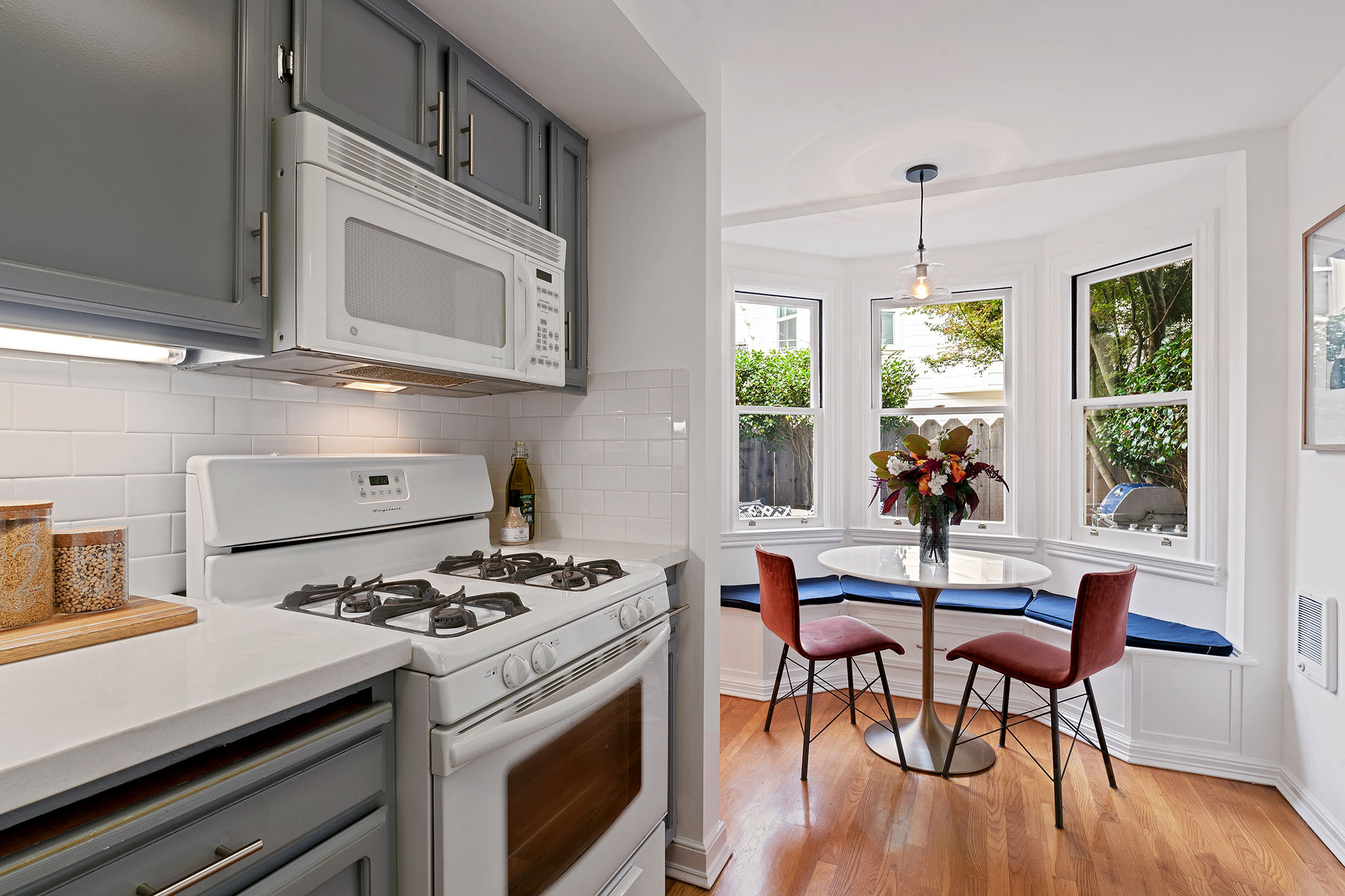 Kitchen with eating area and bench - SF home