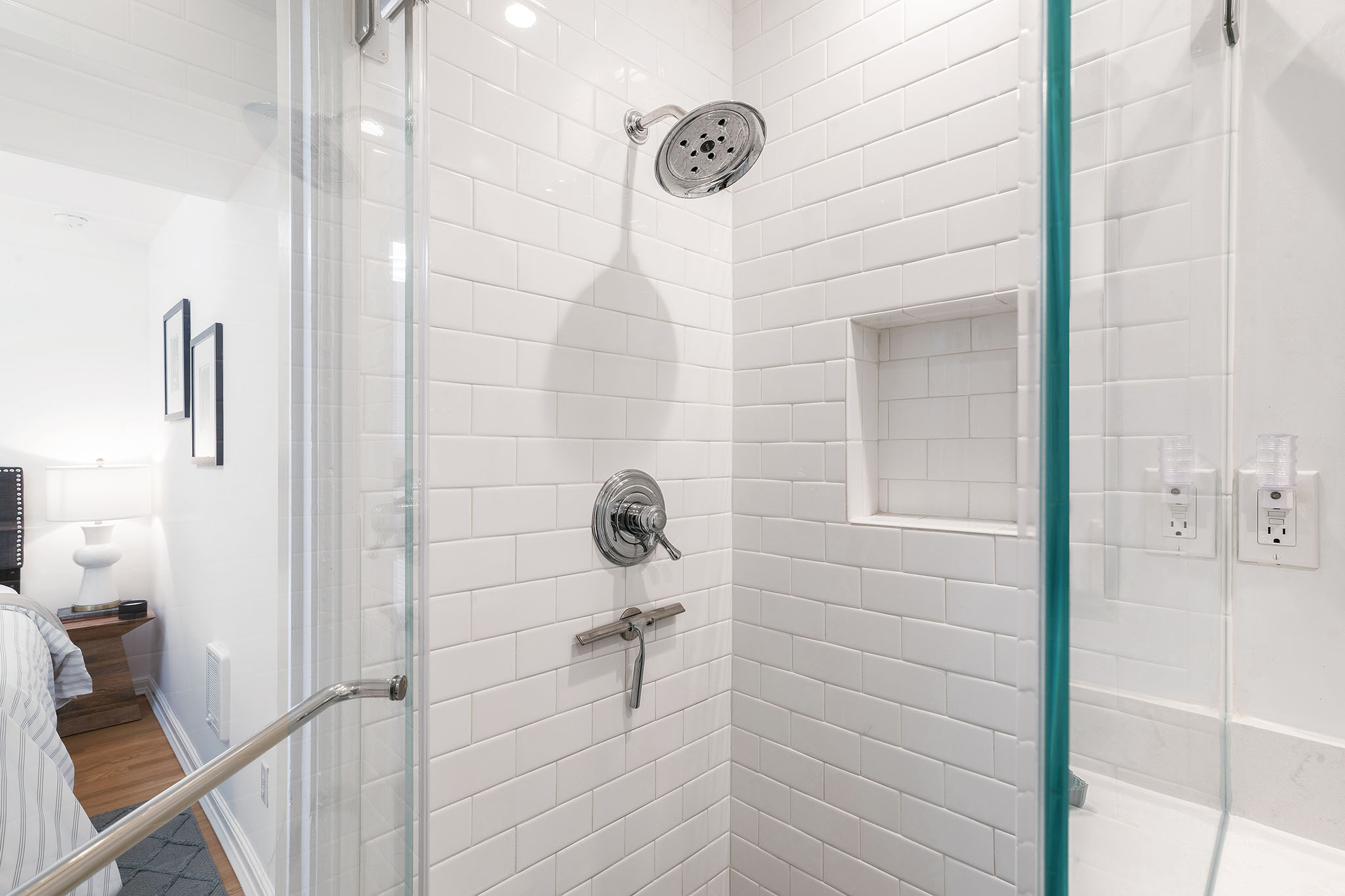 Bay Area Realty - Subway tile shower
