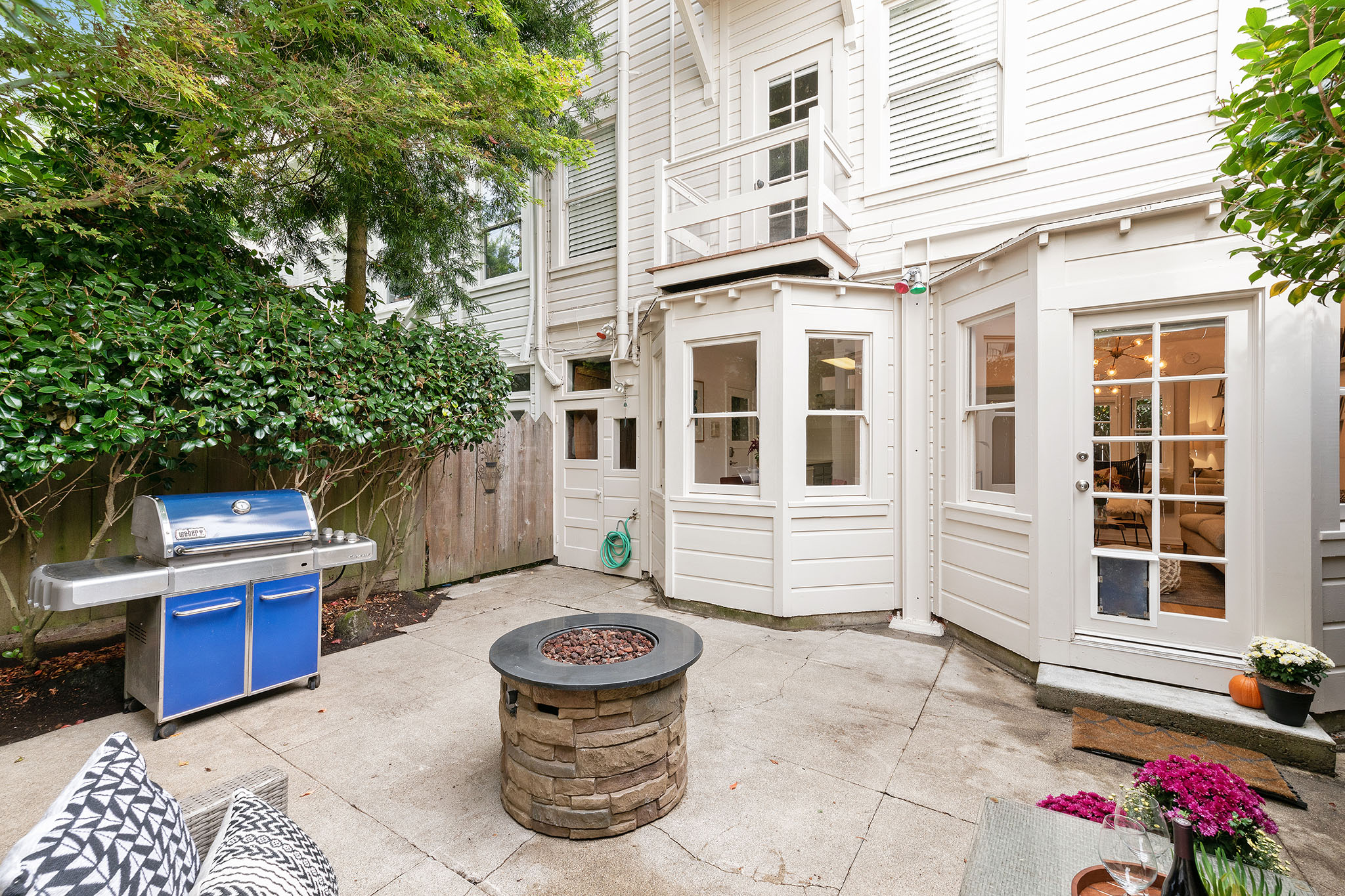 SF Realty - outdoor patio with grill