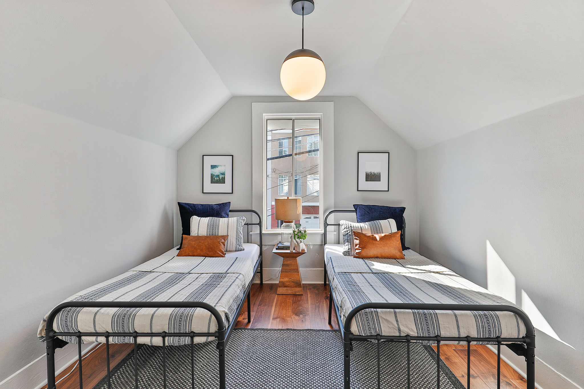 SF Real Estate - bedroom with two twin beds