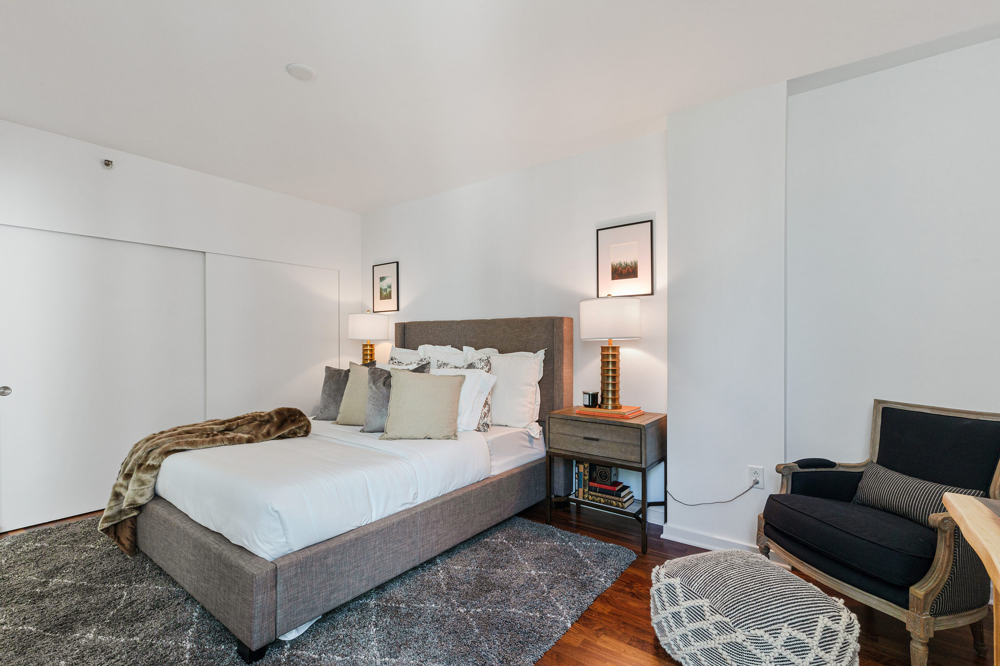 San Francisco Realty - Bedroom with sitting chair