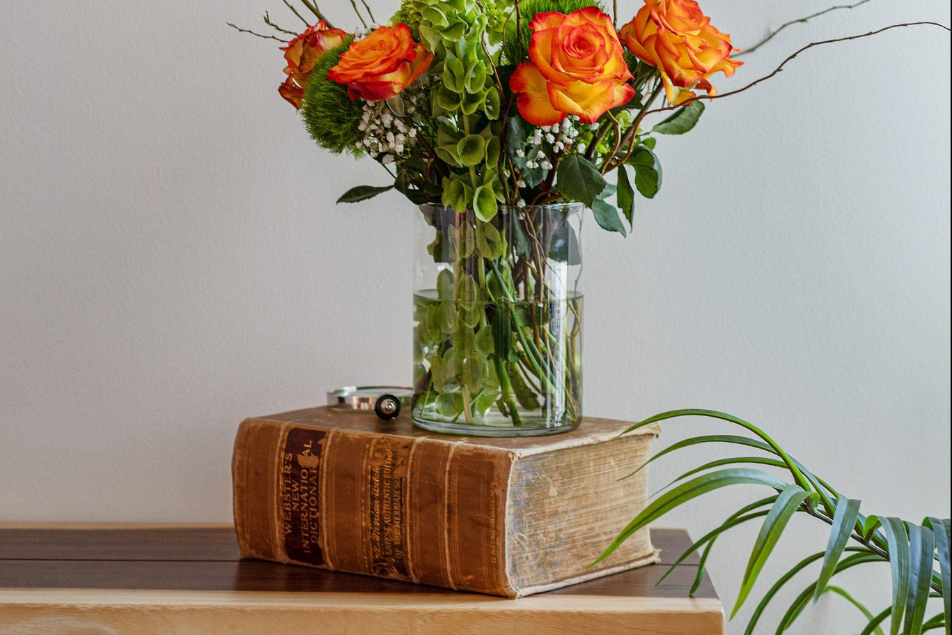 San Francisco - Luxury Homes - flower and book detail