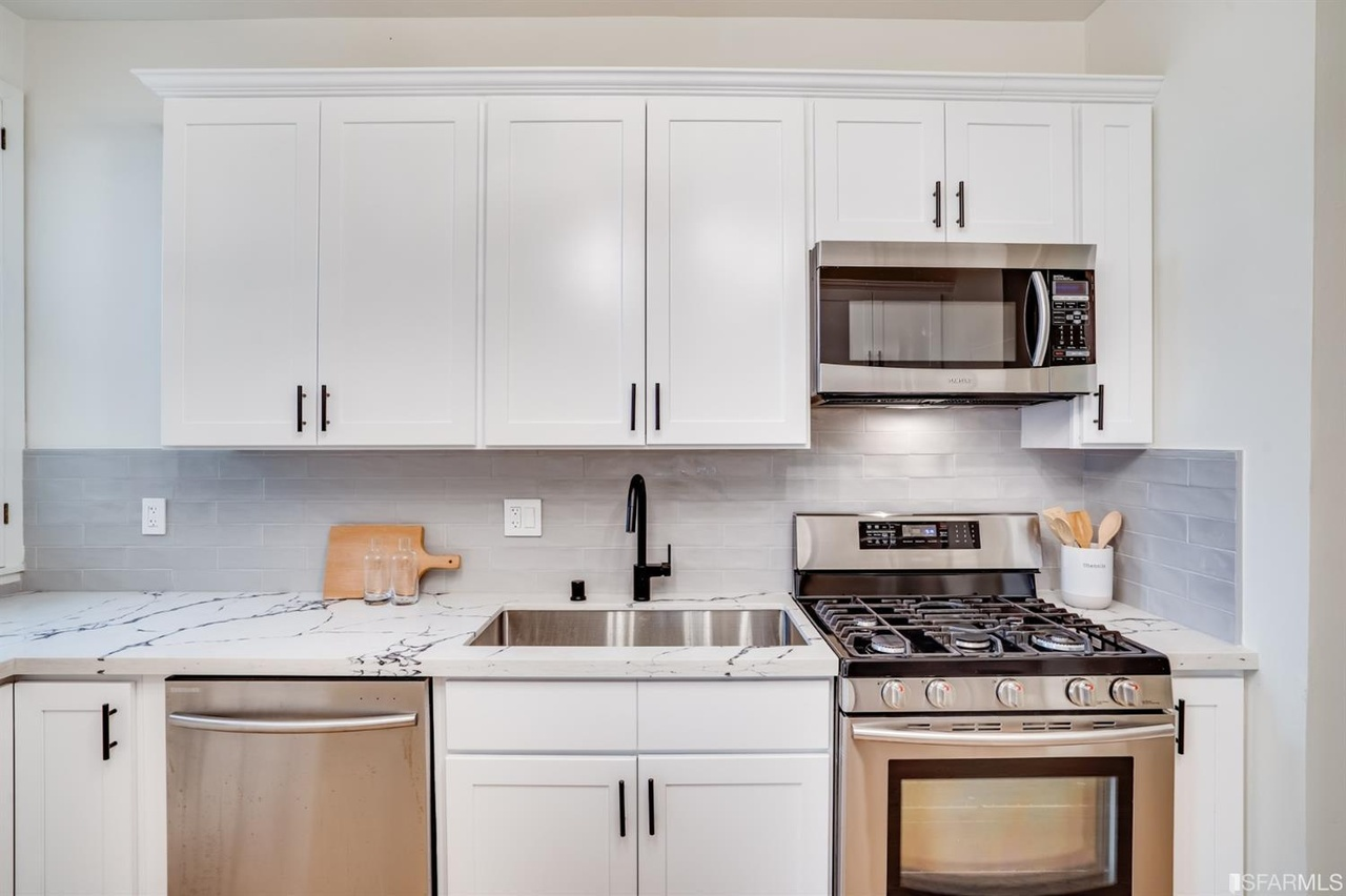 San Francisco Luxury Home - Kitchen with Gas Stove