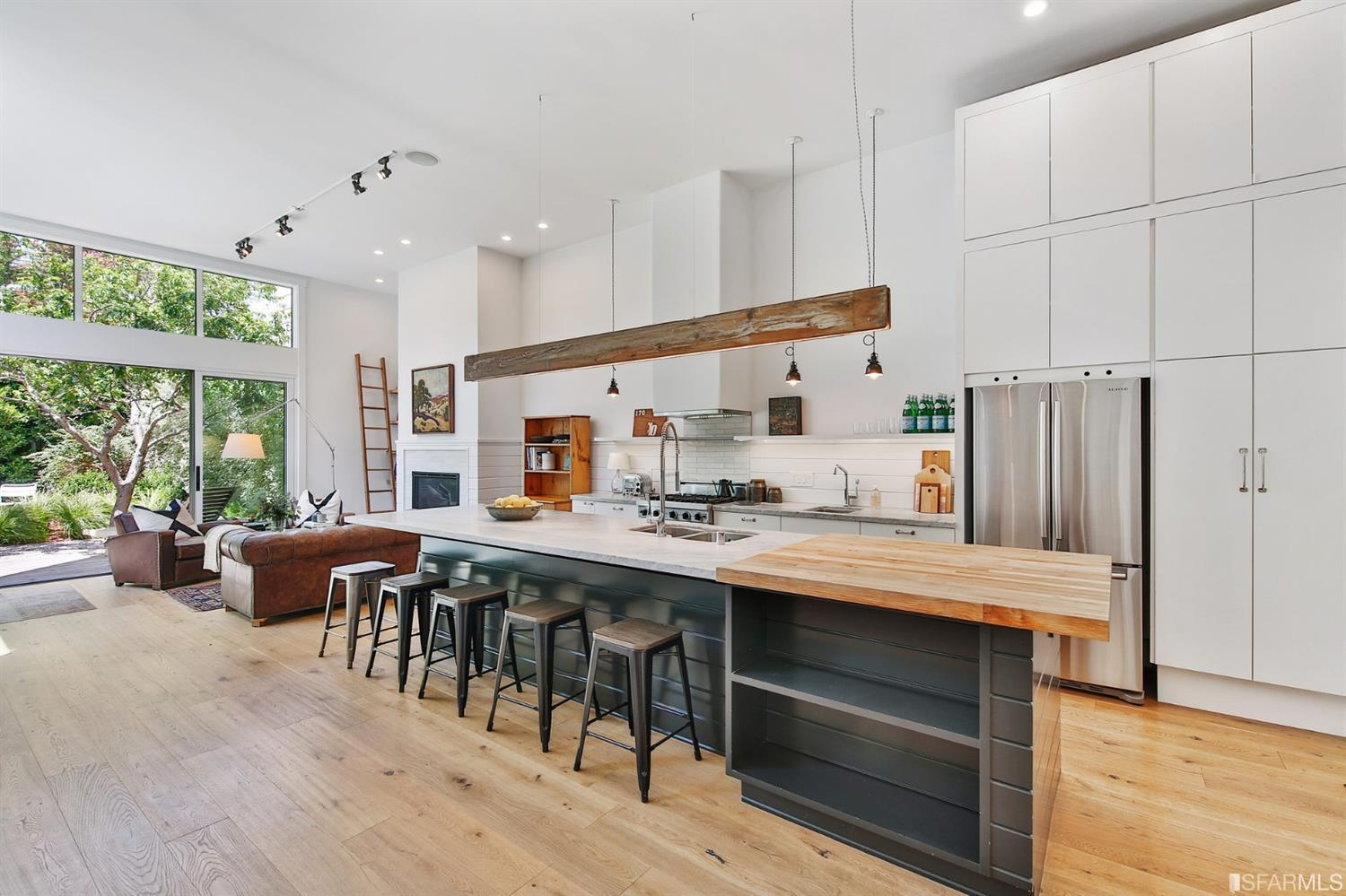Chic white and wood kitchen